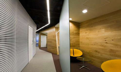 <p class='hname'> <a href='http://www.inc.com/ss/worlds-coolest-offices-2010/coolest-use-space'>Yandex Corporation</a> | <a href='http://www.inc.com/ss/worlds-coolest-offices-2010/coolest-use-space'>za bor architects</a> | Yekaterniburg, Russia | Making the Best Use of Space </p>